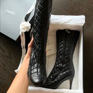 Chanel cc logo diamond quilted boots sz37